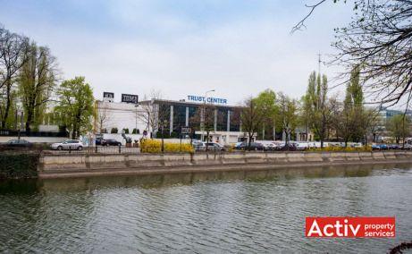 TRUST CENTER închiriere birouri București vedere dinspre parcarea exterioară